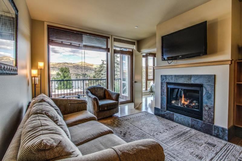 Cozy two-suite condo with community pool and hot tub, lake views! - Image 1 - Chelan - rentals