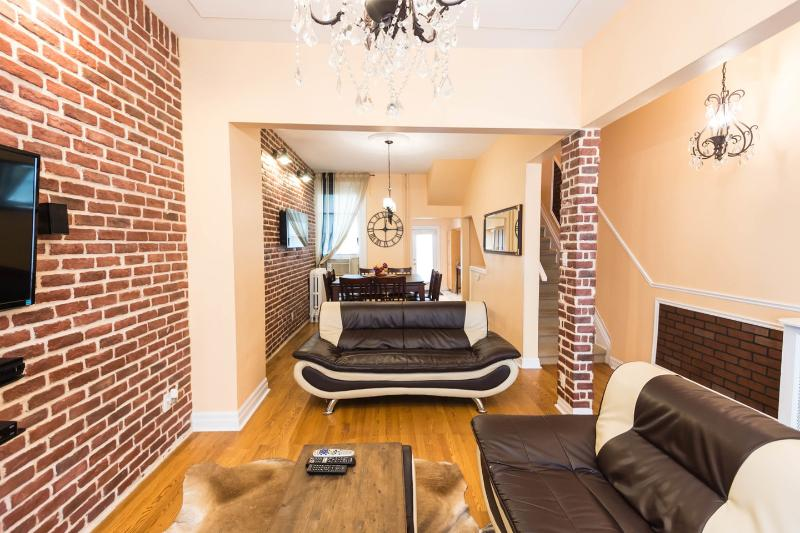 Living Room - 6 bedrooms  Luxury Victorian Townhouse in Downtown Toronto - Toronto - rentals