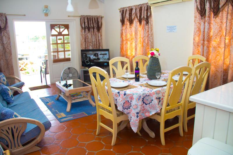 The Living Room - Reputable 3 Bedroom Apartment Prospect St.James - Prospect - rentals