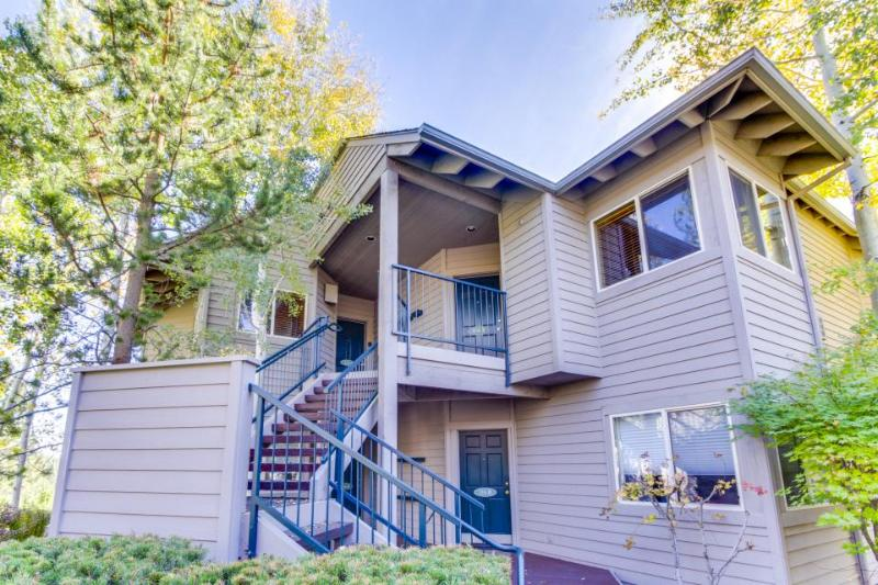 Riverfront condo w/ hot tub, shared pool, entertainment & more - ski nearby! - Image 1 - Bend - rentals