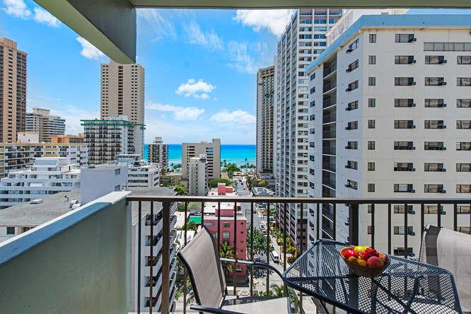 Large Private Lanai with Ocean Views! - New Renovated Condo near Beach with Free Parking - Honolulu - rentals