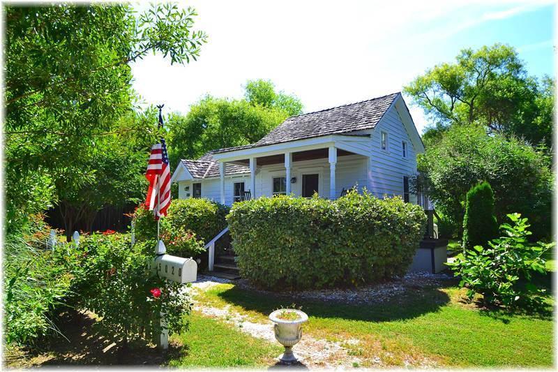 Abbie Thornton Cottage - Image 1 - Chincoteague Island - rentals