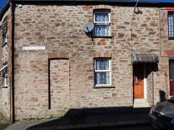 IVY COTTAGE, cosy old cottage, open fire, dog-friendly, close to amenities, in Lostwithiel, Ref 928085 - Image 1 - Lostwithiel - rentals