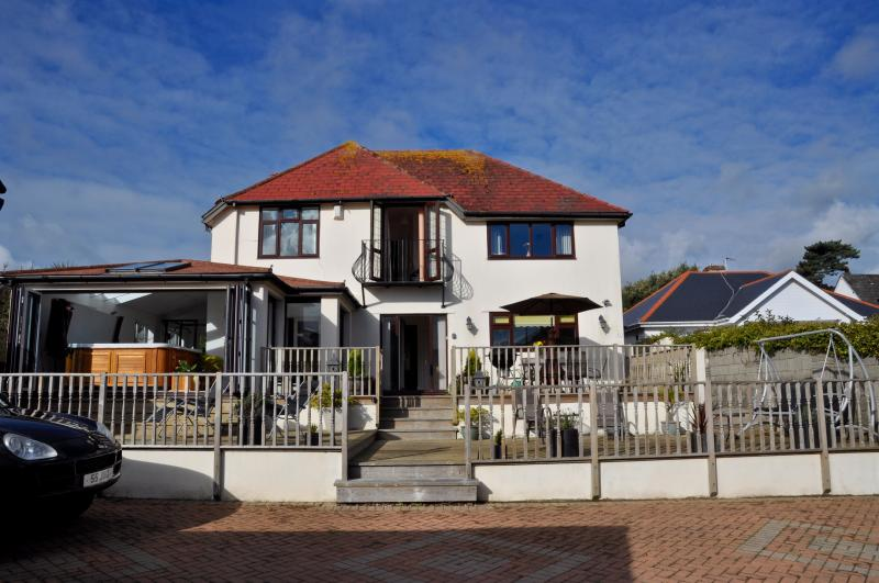 Five Bedroom Luxury seaside house. Beautiful decking, bar/ patio area and hot tub. - Cherry Stones - Luxury Seaside House - Paignton - rentals