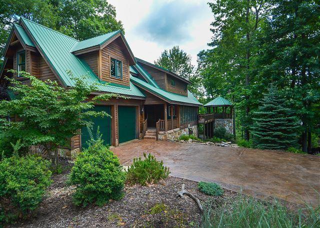 Exterior - Lovely 5 Bedroom Mountain Log Home located in a prestigious gated community! - McHenry - rentals