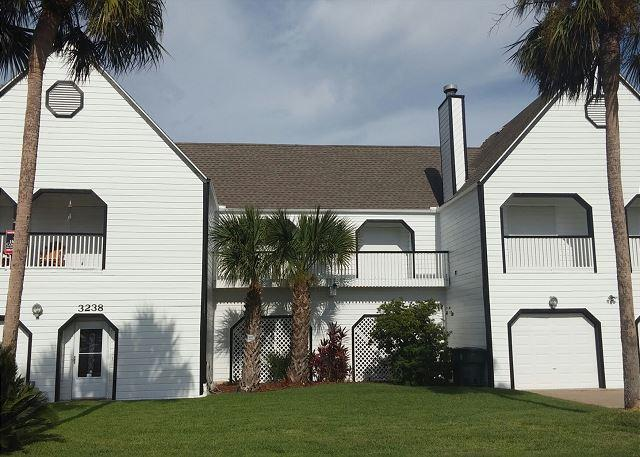 Canalfront, boat dock w/ slip, WiFi, great water views and fishing - Image 1 - Galveston - rentals