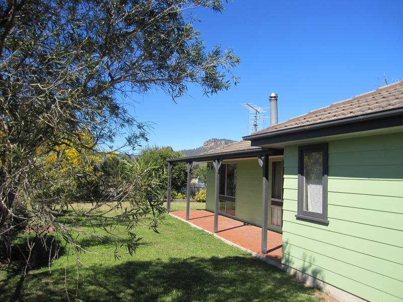 Bright and friendly house on a hillside with great views. - Wild Pear Hill - Broke - rentals