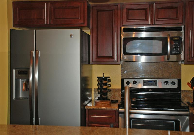 Gorgeous kitchen remodel with granite counter and new refrigerator - Fabulous Oceanfront/Ocean View, Free Wifi, Pool!! - Kihei - rentals