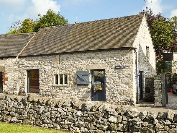 DRAGON HILL BARN, family friendly, luxury holiday cottage, with open fire in Brassington, Ref 2484 - Image 1 - Brassington - rentals