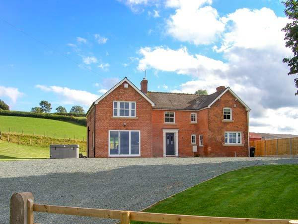 RED HOUSE FARM, detached, hot tub, pet-friendly, woodburner, WiFi, in Llanfair Caereinion Ref 30685 - Image 1 - Llanfair Caereinion - rentals