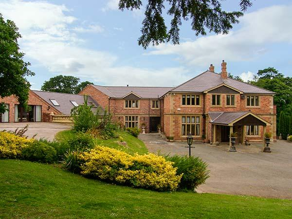 RICHMOND HALL, country hall, gym, sauna, snooker room, indoor heated pool, in St Asaph, Ref 906816 - Image 1 - Saint Asaph - rentals