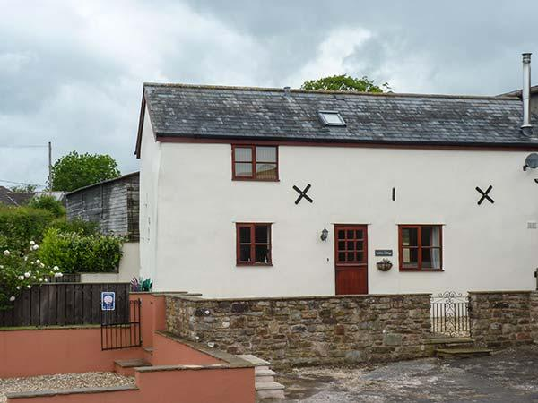 STABLES COTTAGE, feature beams, enclosed garden with furniture, woodburning stove, Ref 911946 - Image 1 - Crediton - rentals