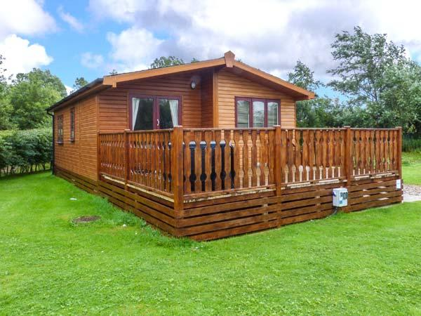 BROOK EDGE LODGE, detached lodge, on-site facilities, parking, decked patio, in Carnforth, Ref 928815 - Image 1 - Carnforth - rentals