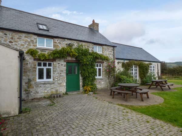 CHURCH COTTAGE, detached, mostly ground floor with wet room, underfloor heating, WiFi, near Fishguard, Ref 929140 - Image 1 - Dwrbach - rentals