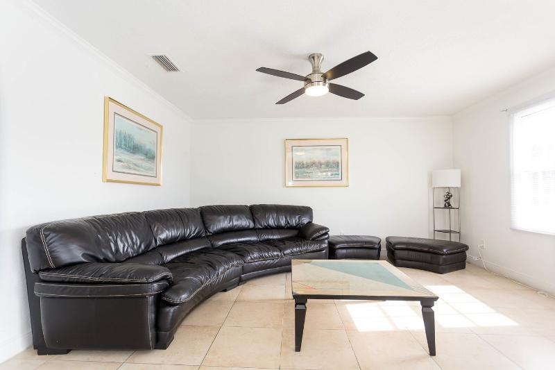 Living Room - Beautiful condo close to Busch Gardens - Tampa - rentals