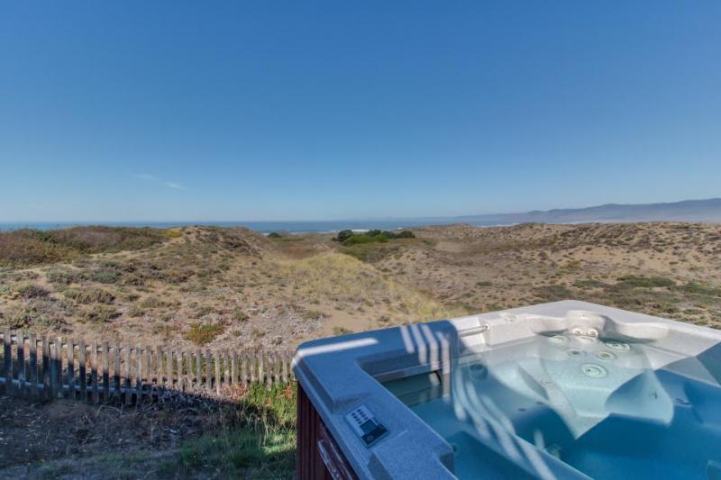 Oceanfront home for 14 with hot tub; next to state park - Image 1 - Fort Bragg - rentals
