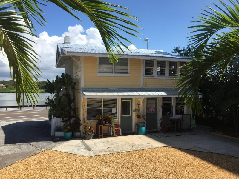 Beach Cottage   Surprise your family with a memorable Beach getaway - Real Beach Cottage  (3 bedrooms / 2 full baths ) - Indian Shores - rentals