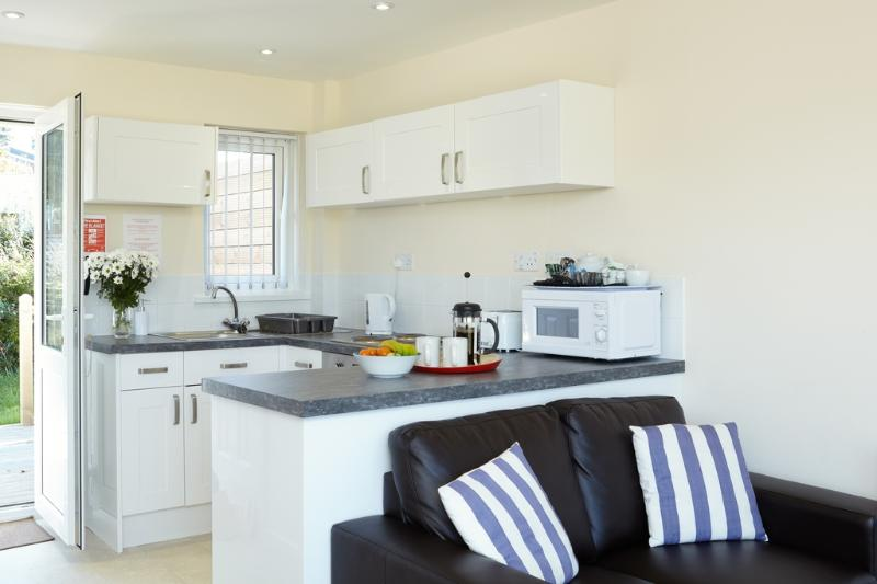 Redshank Cottage 2 located in Seaview, Isle Of Wight - Image 1 - Seaview - rentals