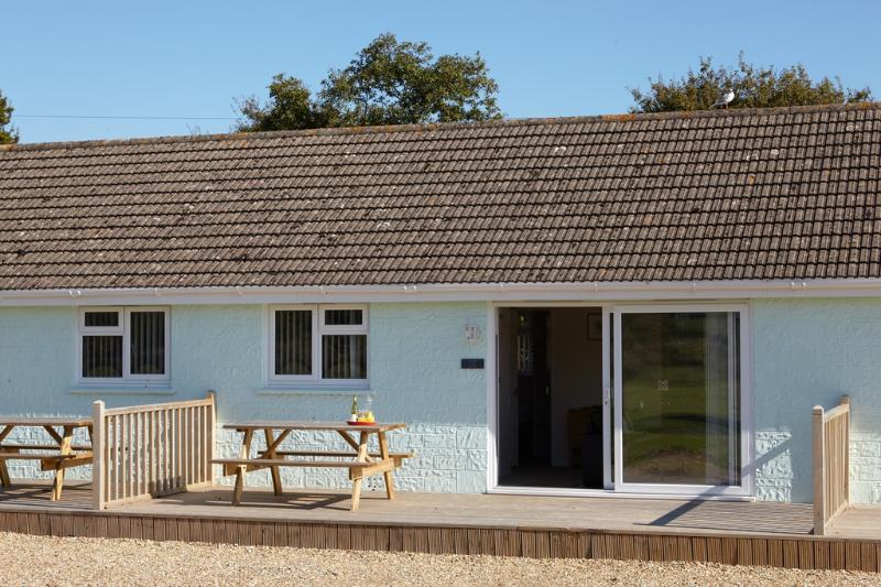 Redshank Cottage 12 located in Seaview, Isle Of Wight - Image 1 - Seaview - rentals
