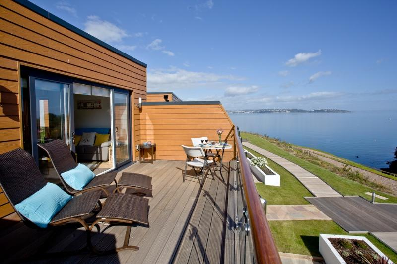 Lapwing 2, The Cove located in Brixham, Devon - Image 1 - Brixham - rentals