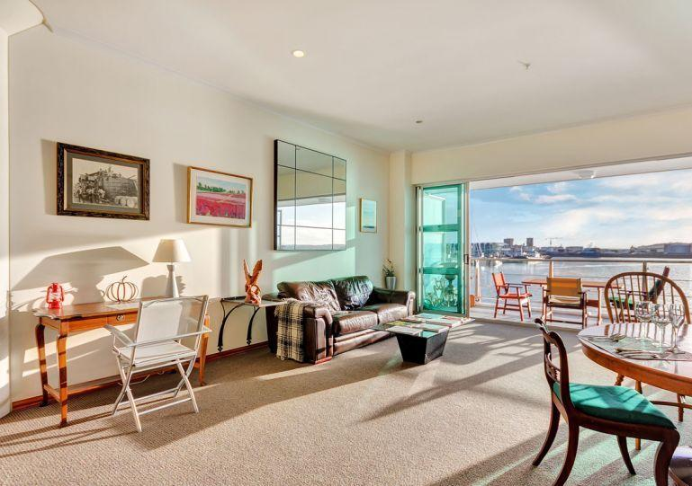 Bright, spacious living and dining area with WiFi and HD TV included. - Shed 23 Princes Wharf Serviced One Bedroom Apartment, Auckland - Auckland - rentals
