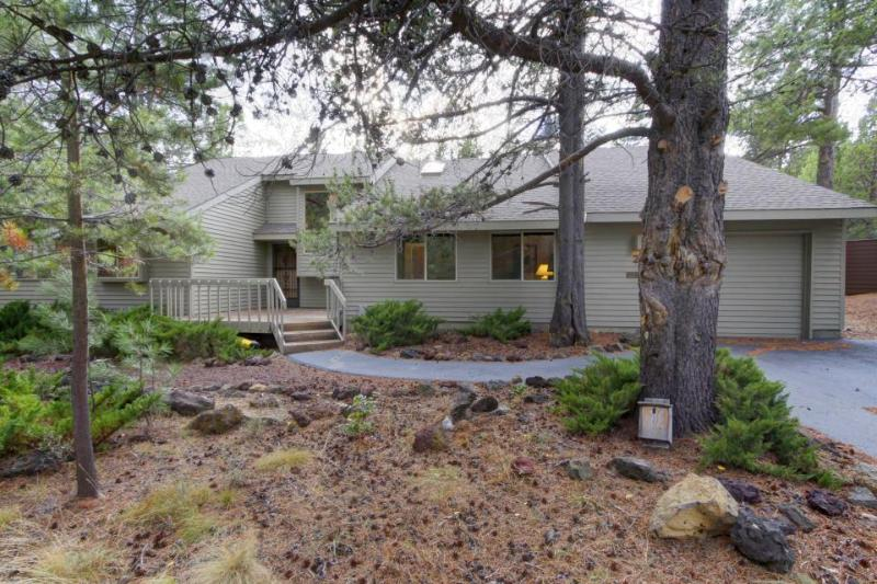 Dog-friendly Sunriver home with wrap-around patio and SHARC access - Image 1 - Sunriver - rentals