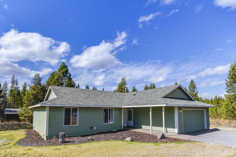 Comfortable, dog-friendly home near Deschutes River/Mt. Bachelor! - Image 1 - Milton Freewater - rentals