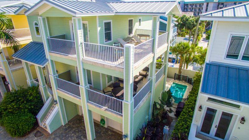 Exclusive Isla Bonita - 4 Bdrs - Private Pool - Image 1 - Clearwater Beach - rentals