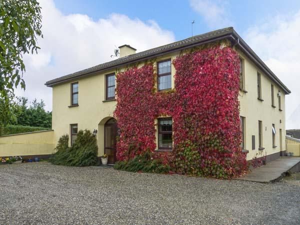 TILLADAVINS HOUSE, semi-detached, open fire, en-suite shower room, lawned gardens, near Kilmore, Ref 917414 - Image 1 - Kilmore - rentals
