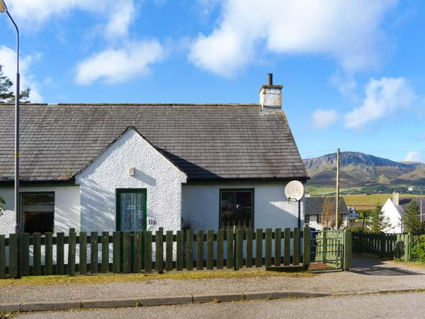 BETHANY, single-storey, semi-detached, open fire, mountain views, in Staffin, Ref 927098 - Image 1 - Staffin - rentals