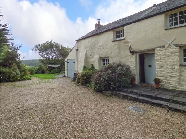 MEADOWSIDE, character cottage, woodburner, beams, garden, in Wadebridge, Ref 929068 - Image 1 - Wadebridge - rentals