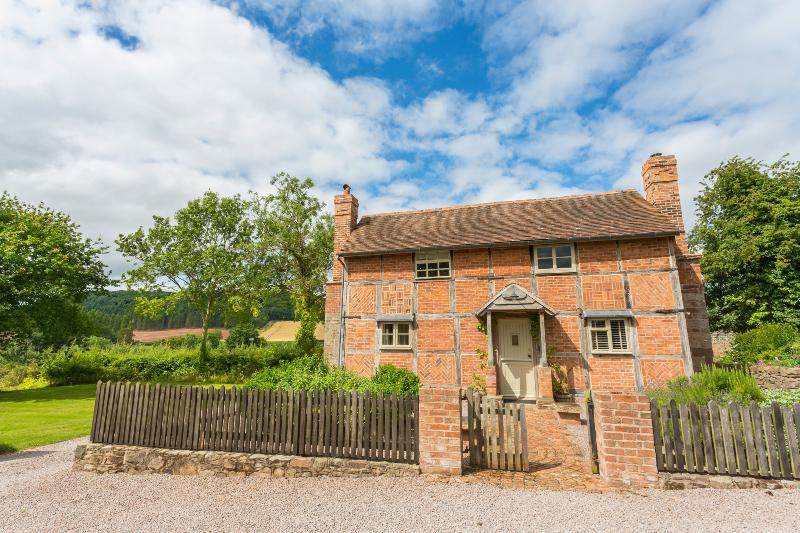 Gamekeeper Cottage - Image 1 - Credenhill - rentals