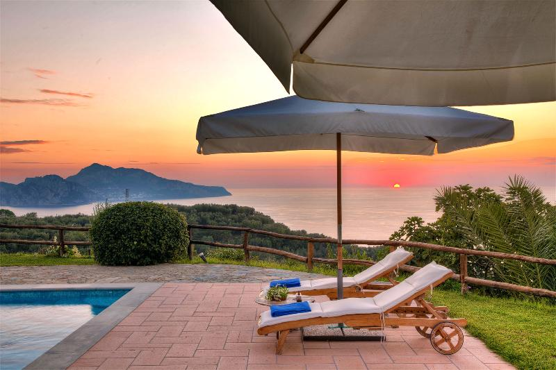 A generous swimming pool (11m x 5m, open from May to September) - Corallo Apartment, View of Capri,Garden & Pool - Massa Lubrense - rentals