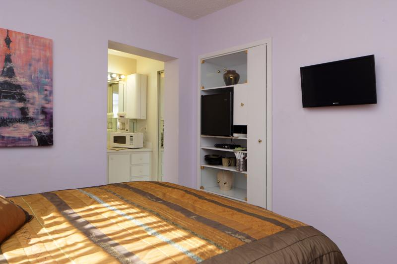 Cozy, Clean Miami Studio 5 Miles from the Airport - Image 1 - Coconut Grove - rentals