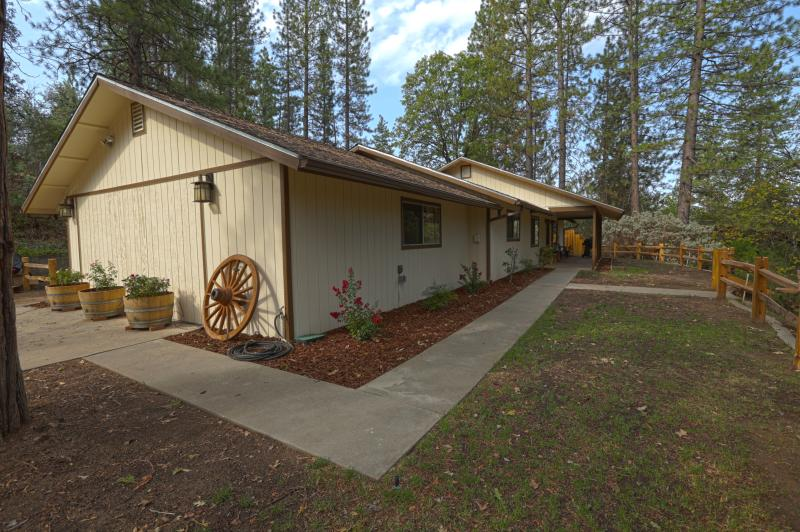 Yosemite's Blue Bird Ranch - Image 1 - Oakhurst - rentals