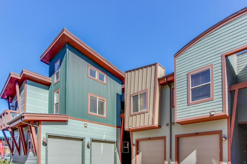 Well-decorated townhouse - enjoy mountain views and a private hot tub! - Image 1 - Park City - rentals