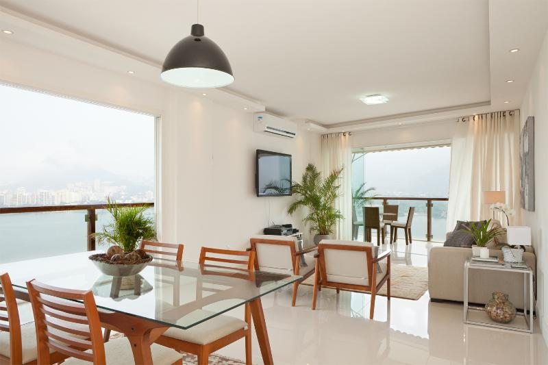 Spacious 3 Bedroom Apartment with Great Views in Lagoa - Image 1 - Rio de Janeiro - rentals