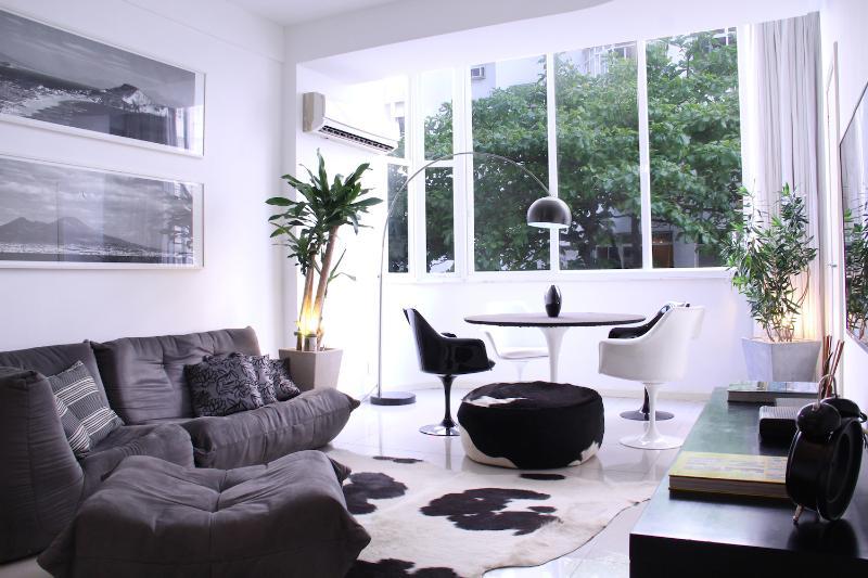 Sleek 2 Bedroom Apartment Nestled in Copacabana - Image 1 - Rio de Janeiro - rentals