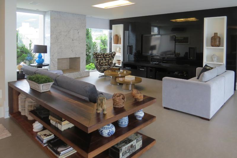 Modern 4 Bedroomn Mansion in Florianópolis - Image 1 - Florianopolis - rentals