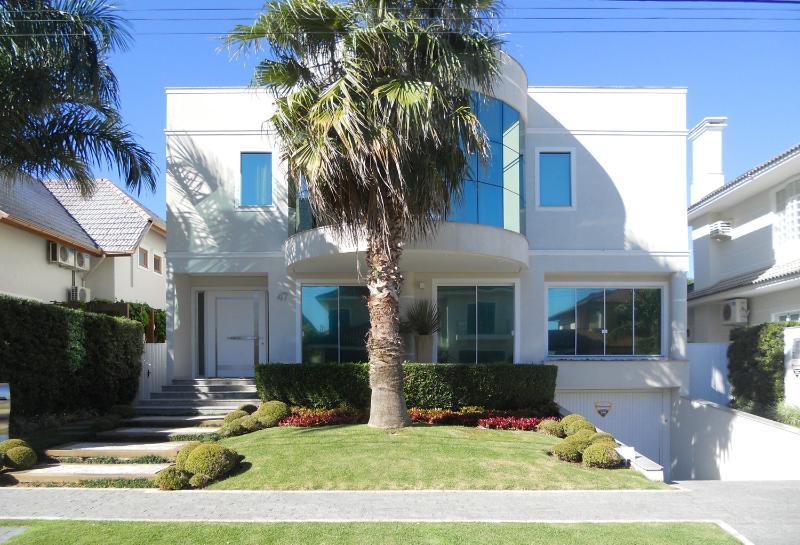 Large 5 Bedroom Home Located in Jurerê International - Image 1 - Florianopolis - rentals