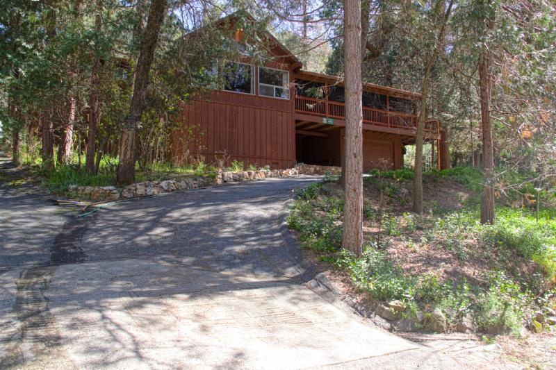 Your spacious vacation home awaits! - Deer Mountain Lodge, hot tub, no cleaning fee! - Oakhurst - rentals
