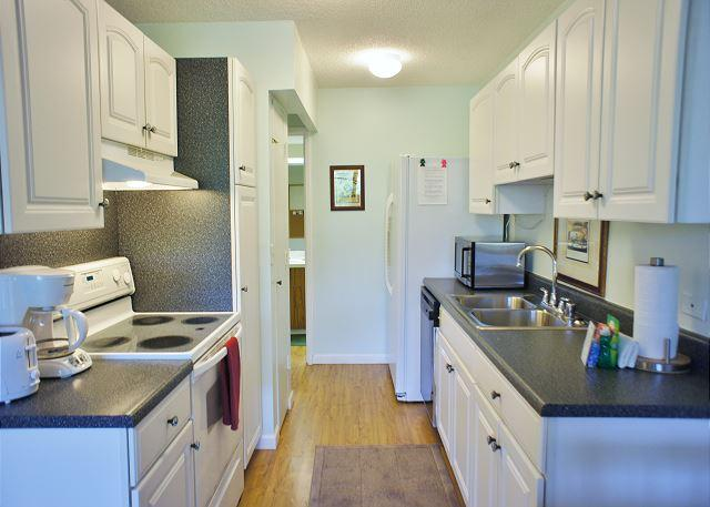 Kitchen - Kona Pacific E-633, walk to Downtown Kailua Kona! - Kailua-Kona - rentals