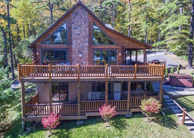 Exterior - Magnificent mountain log home with spectacular lakefront - Oakland - rentals