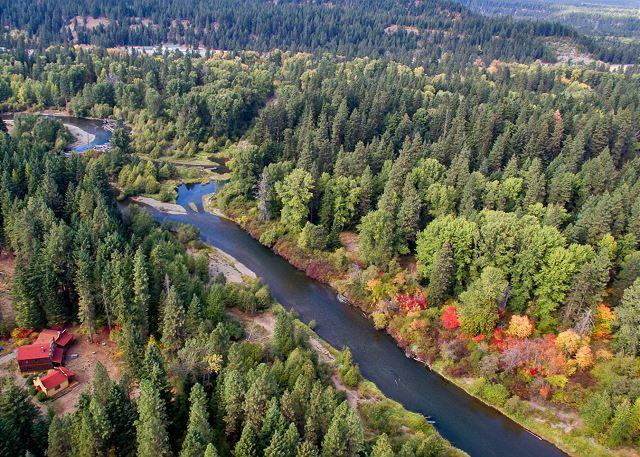 Chiwa Lodge - Unique Riverside Escape nestled on 5 acres with 4BR and 3.5BA! FREE Nights! - Cle Elum - rentals