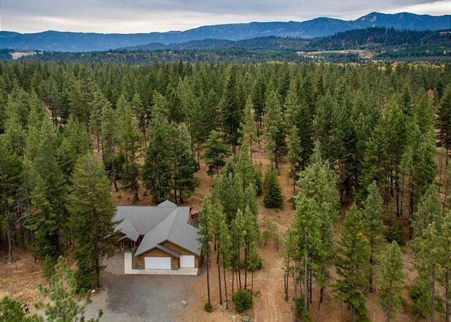 Welcome to Ridgeview Lodge!! - Secluded~4BD Cabin|Hot Tub,Game Room, Pool Access| Summer 4th Night FREE! - Cle Elum - rentals