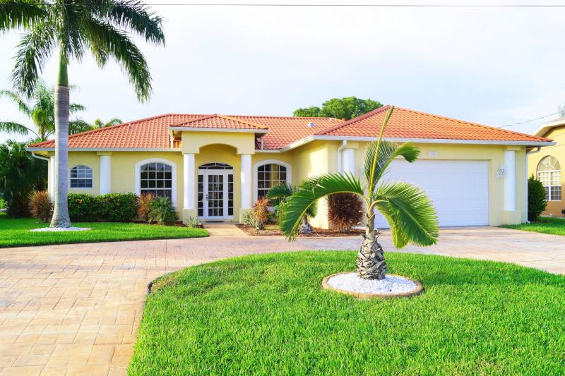 Front side with circular driveway - Well maintained home with pool on a wide Freshwater canal in the Southwest - Cape Coral - rentals