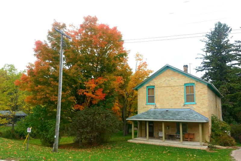 6 bed Room Mill House Cottage.  Beside the waterfalls, fireplace, Sat. TV, wireless, free fire wood. - 6 Bedroom Cottage @ Port Albert Inn and Cottages - Goderich - rentals
