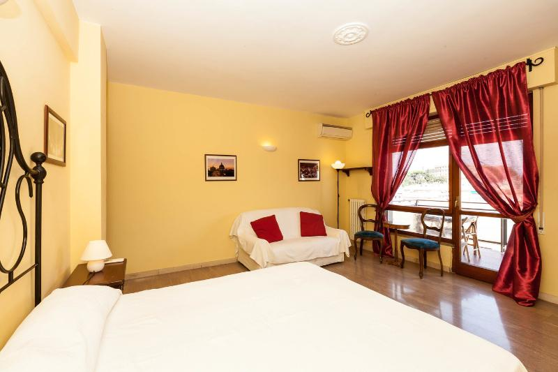 The Twin Bedroom with Terrace - Comfort Rome Vaticano 2 - Facing the Dome - Rome - rentals