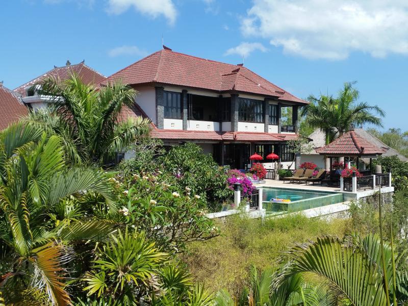 Stunning villa in lush greenery with astounding views - Huge 5/6 Bed (kid safe) Spa Villa with G8 views - Jimbaran - rentals