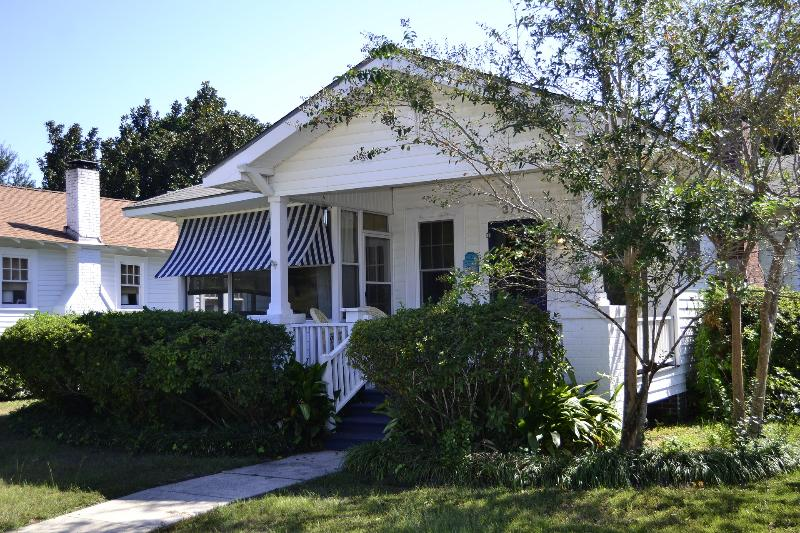 Front View - Precious Beach Cottage - Gulfport - rentals